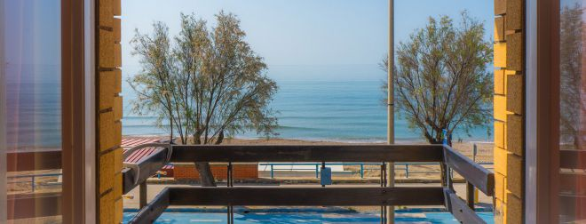 header camera doppia fronte mare terracina