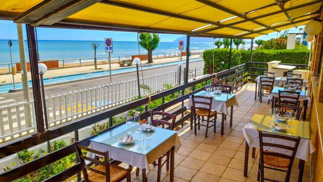 Terrazza Ristorante fronte mare, servizio pranzo