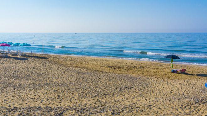 Spiaggia libera fronte hotel