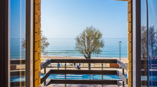 Vista da camera fronte mare a Terracina