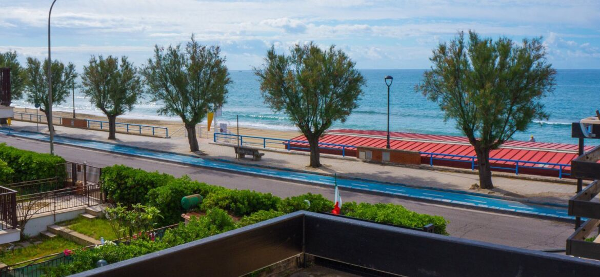 header camere triple vista mare terracina