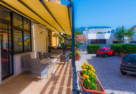 parcheggio piccolo hotel